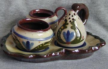 Longpark Pottery Cruet Set on leaf-shaped stand, scandy pattern