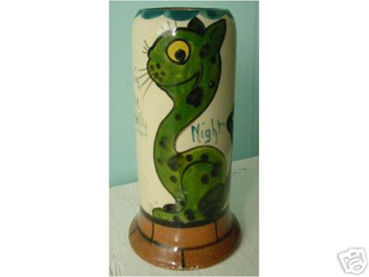 Tor Vale Pottery Vase with green spotty Cat