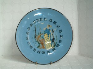 Babbacombe Plate decorated and signed by Deirdre Wood 8.5 inches across